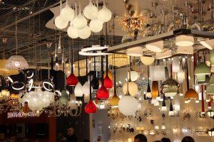 светильники на выставке